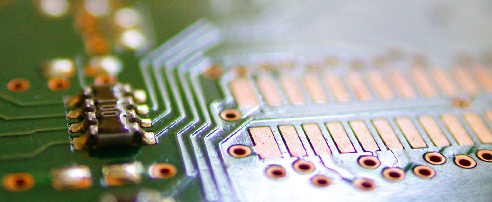 chip and microchip 3 1490677 - chip-and-microchip-3-1490677